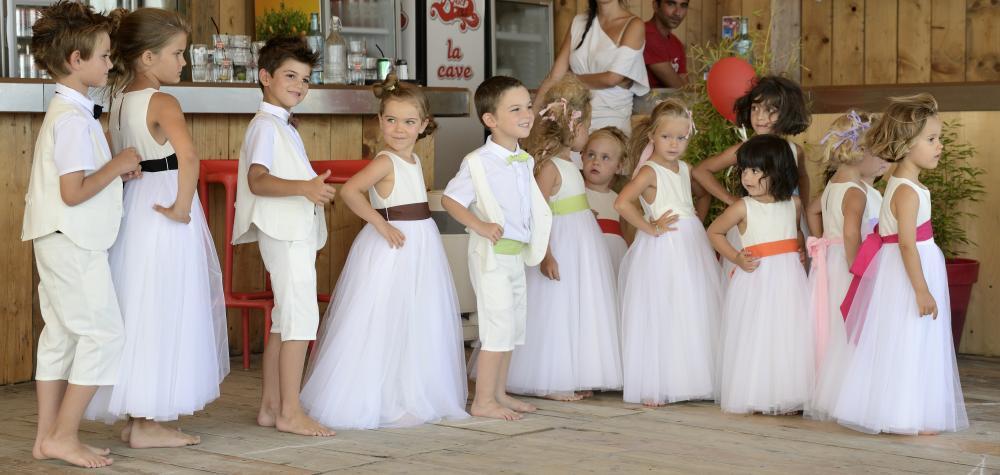 Les petits inclassables v tements de c r monie pour for Robes de mariage de plage pour les enfants